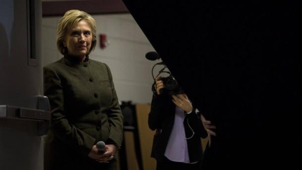 """Top Secret""-E-Mails bringen Hillary Clinton in Bedrängnis"