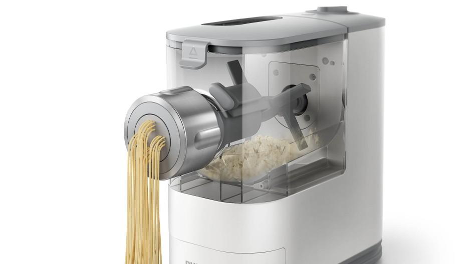 Die Pastamaschine Philips VivaPlus stellt Nudeln innerhalb von wenigen Minuten her.