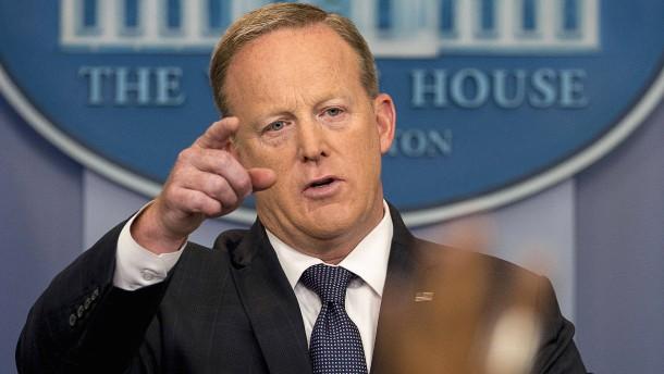 Spicer schlägt mit Medienschelte zurück