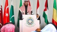 Lieblingssohn des Königs: Verteidigungsminister Muhammad Salman Al Saud verliest eine Presseerklärung