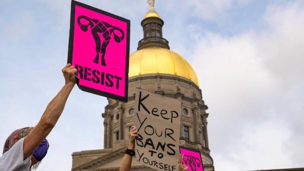 Strenges Abtreibungsgesetz vorläufig wieder in Kraft