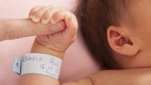 Mehr als 100 Leihmutter-Babys sitzen in der Ukraine fest