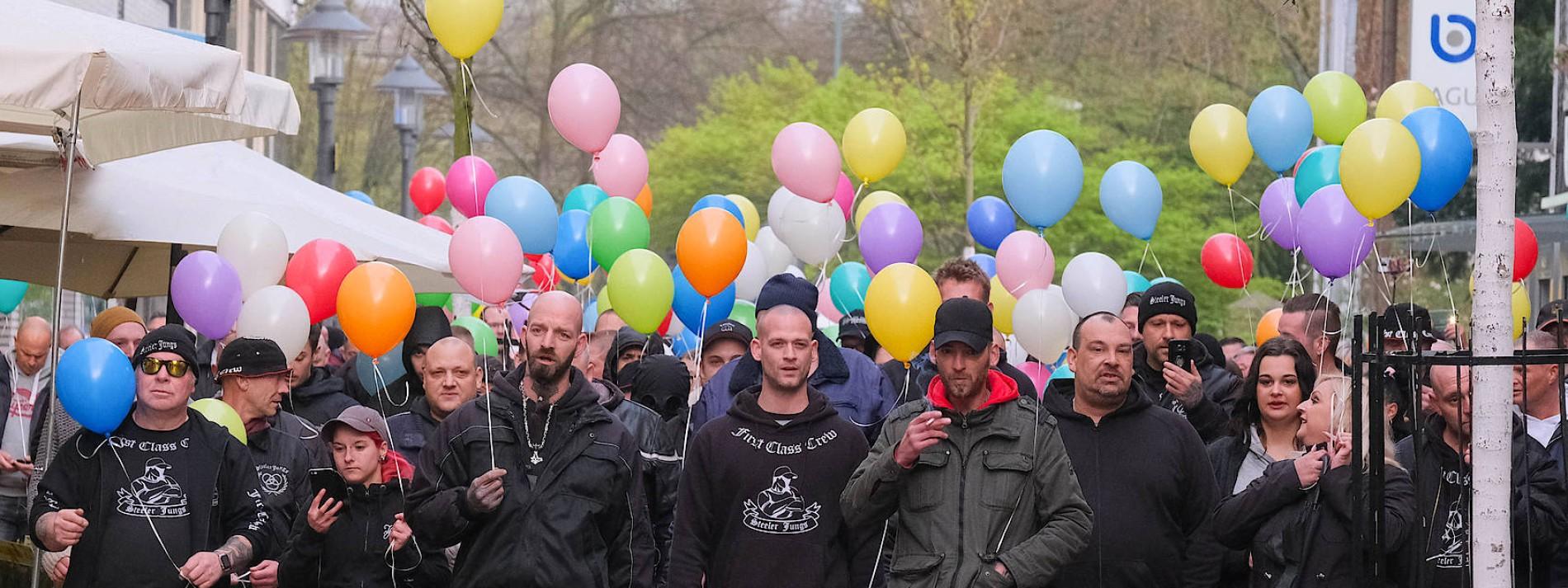 Eine Bürgerwehr von Rechtsextremen, Hooligans und Rockern