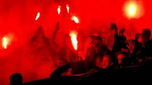 Frankfurter Polizei nimmt 27 randalierende Fußball-Fans fest