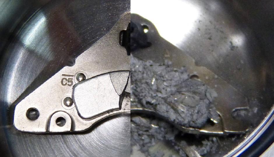 Wirksamer Wasserstoff: Der Magnet einer neodymhaltigen Festplatte, bevor er dem für Metalle korrosiven Gas ausgesetzt ist (links) und danach (rechts).