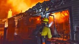 Waldbrand zerstört 20 Häuser in Kalifornien