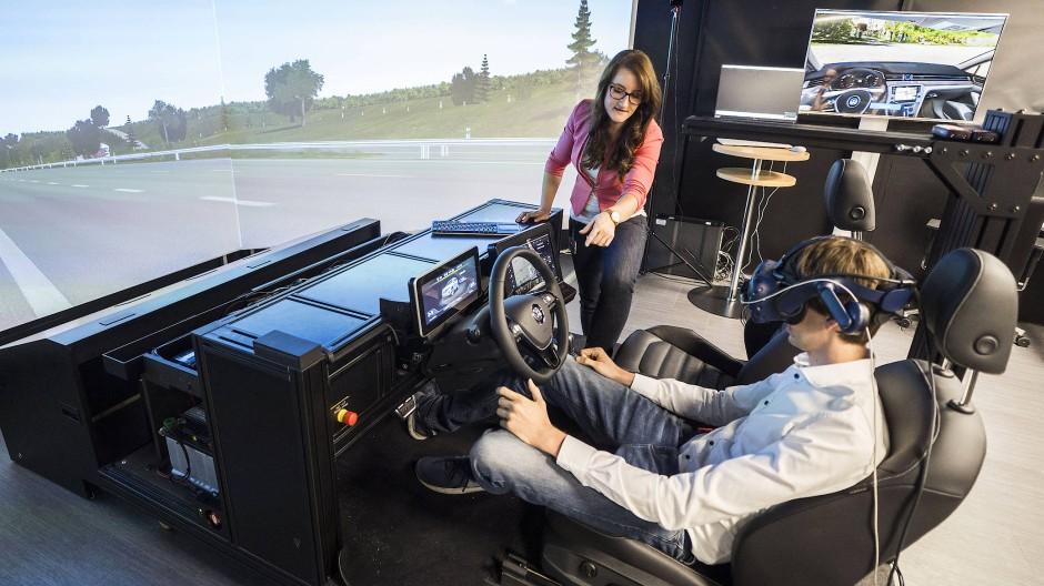 Wie verändert sich das Innere eines Autos? In Wolfsburg experimentieren Entwickler mit neuen Formen.