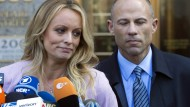 Archivbild: Stormy Daniels und ihr Anwalt Michael Avenatti Mitte April in New York
