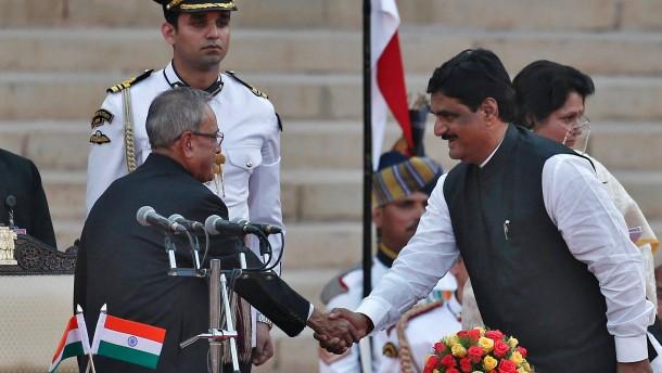 Indischer Minister stirbt bei Verkehrsunfall