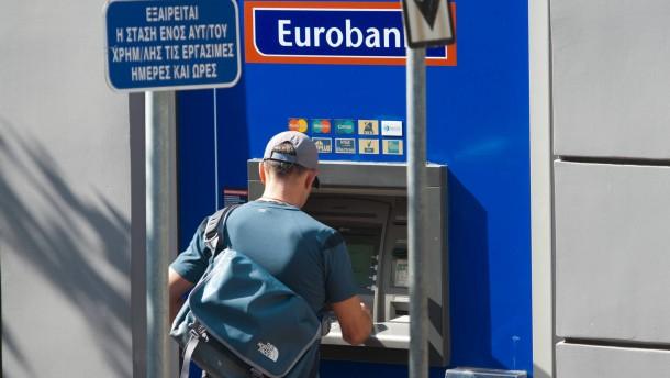 Griechen holen Milliarden von den Konten