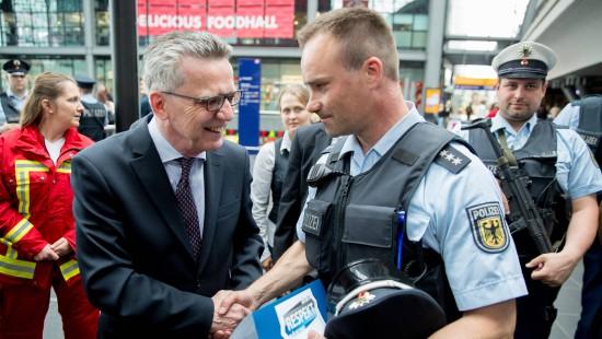 De Maizière will besseren Schutz für Polizisten
