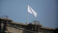 Am 22. Juli wehte auf einmal eine weiße Flagge auf der Brooklyn Bridge - normalerweise wehen dort zwei amerikanische Fahnen