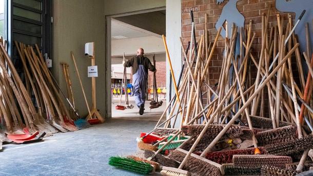 Wie eine Schule nach der Zerstörung der Flut weitermacht