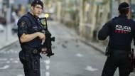 Die Polizei sicherte den Bereich auf der Flanieremeile Las Ramlas unmittelbar nach dem Attentat.