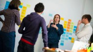 Künftig seltener: Firmengründer tüfteln über ihrem Start-up.