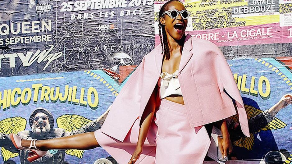 Mode-Ikone Michelle Elie liebt, sammelt und lebt die Entwürfe der japanischen Designerin Rei Kawakubo des Labels Comme des Garçons leidenschaftlich.