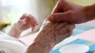 In Würde sterben: Die Sterbehilfedebatte in Deutschland beschäftigt die Justiz weiterhin.