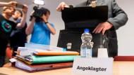 20.06.2019, Schleswig-Holstein, Lübeck: Detlef H., früherer Leiter der Lübecker Außenstelle der Opferschutzorganisation Weißer Ring, im Saal des Amtsgerichts.
