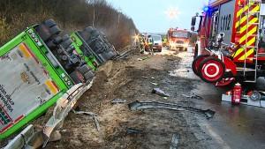 Drei Tote bei Kollision mit Viehtransporter