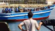 Erzwungene Rückkehr: Migranten, die im Mai von Sabratha aus gestartet waren, werden nach Tripolis gebracht.