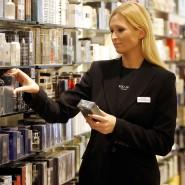Die Parfümeriekette Douglas lädt Kundinnen, die eine Kundenkarte haben, regelmäßig zu besonderen Veranstaltungen in ihre Häuser ein. An diesen Abenden gibt es dann auch 10 Prozent Rabatt.