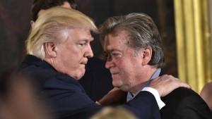 Trumps Chefstratege Stephen Bannon verlässt das Weiße Haus