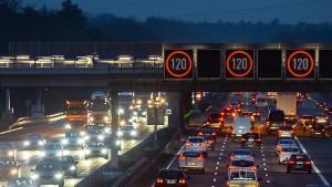 Bundestag lehnt Tempolimit auf Autobahnen klar ab