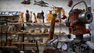 Kreativbranche: Manch ein Objekt aus der Bildhauerwerkstatt verrät viel über die jungen Künstler.