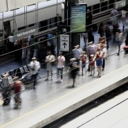 Ein Bahnhof in Madrid: in Zügen soll der Mann heimlich die Intimsphäre Hunderter Frauen verletzt haben.