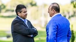 Gabriel trifft türkischen Amtskollegen