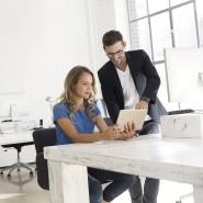 Eine antrainierte Widerstandsfähigkeit am Arbeitsplatz – die brauchen Frauen, findet Mentaltrainerin Anke Precht (Symbolbild).