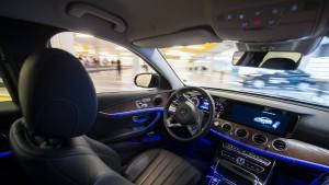 Daimlers Roboterautos fahren durch Peking