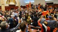 Das Gruevski-Lager reagierte mit der Stürmung des Parlaments auf die Wahl eines Präsidenten der Volksvertretung durch die neue Regierungsmehrheit.
