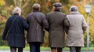 Immer mehr Rentner: Hessens Regierung hat sich genauer mit der älteren Generation beschäftigt.