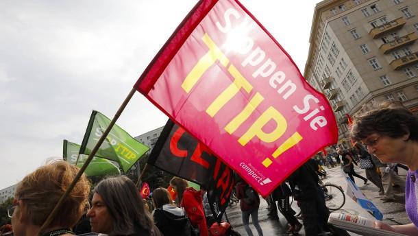 Gerhard Schröder unterstützt Anti-TTIP-Proteste