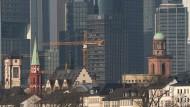 Evangelische Zeugnisse: Links ist der Turm der Alten Nikolaikirche mit seiner grünen Spitze zu sehen. Die frühere Ratskirche diente nach der Reformation lange nicht als Gottes-, sondern als Archiv- und Lagerhaus.