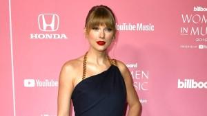 """Taylor Swift wird """"Frau des Jahrzehnts"""" – und teilt aus"""