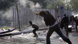 Regierungsgegner protestieren gewaltsam gegen Neuwahlen