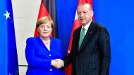 Schwieriges Verhältnis: Bundeskanzlerin Merkel mit dem türkischen Staatspräsidenten Erdogan in Berlin