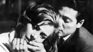"""Sie ist Nevers, er ist Hiroshima: In Alain Resnais' Film """"Hiroshima, mon amour"""" (1959) ist die Traumaerfahrung zu verschieden für ein Leben als Paar"""