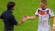 Vertrauensvolle Zusammenarbeit: Joachim Löw und Bastian Schweinsteiger
