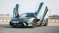 Parkhausfreundlich: McLaren GT mit nach oben schwingenden Türen.