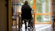 Nicht mehr wie zuvor: Leben im Altenpflegeheim