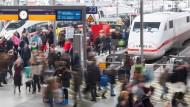 Am Münchener Hauptbahnhof wurde ein Polizist bei einer Kontrolle angegriffen und schwer verletzt (Archivbild).