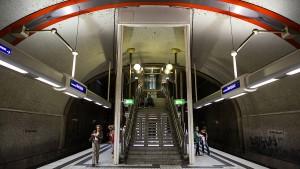 Obdachloser läuft in Offenbacher S-Bahn-Tunnel