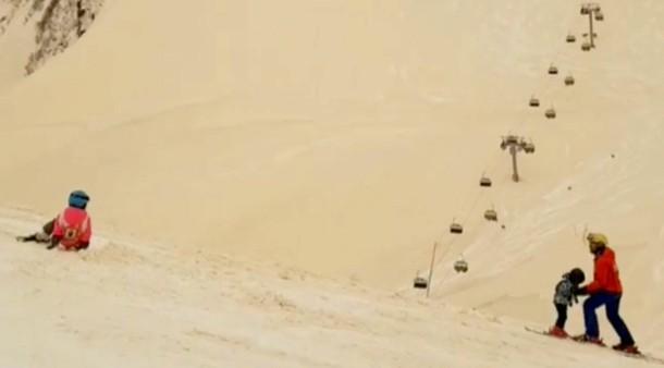 Sahara Sand Färbt Schnee In Osteuropa