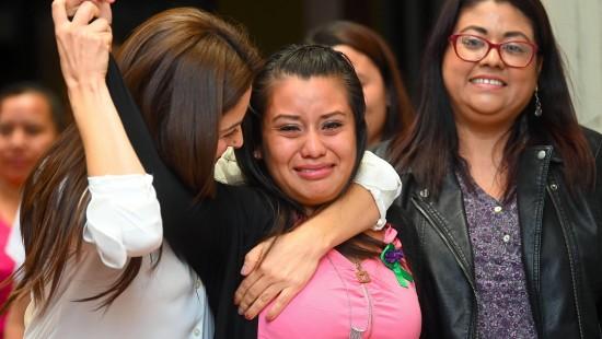 Frau nach Totgeburt von Mordvorwurf freigesprochen