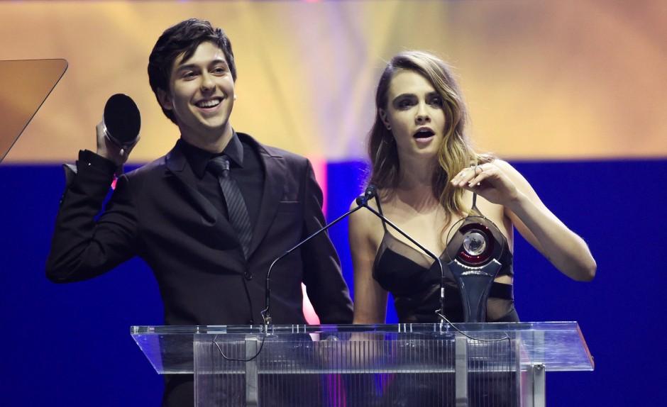Cara als Filmstar: Mit Nat Wolff bei einer Preisverleihung in Las Vegas