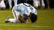 Lionel Messi trauert, nachdem er einen wichtigen Elfmeter verschossen hat.