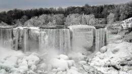 Weltberühmter Wasserfall in Eisskulptur verwandelt